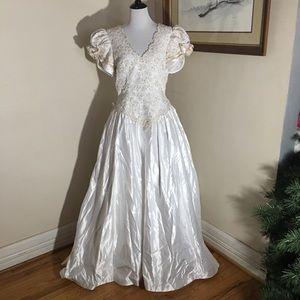 Mon Cheri wedding dress. Vintage? Size 14